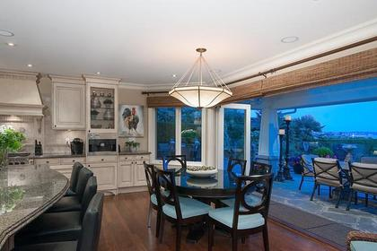 kitchen eating area at 3480 Mathers Avenue, West Bay, West Vancouver