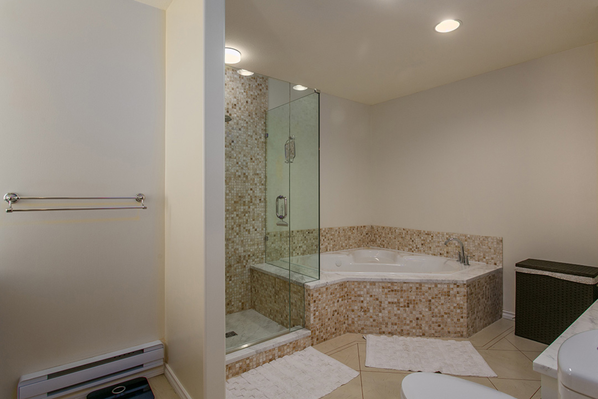 Jetted bathtub at 6726 Arbutus Street, Southlands, Vancouver West