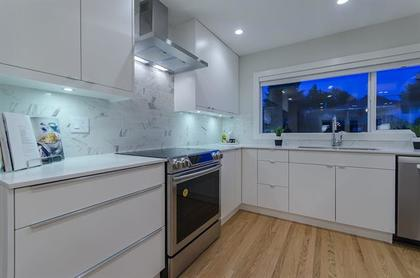 262114448 at 5922 Ross Street, Knight, Vancouver East