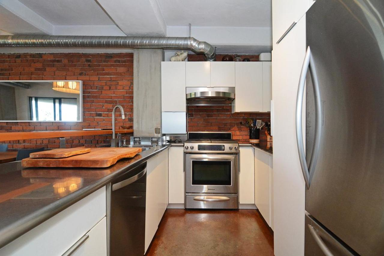 13 at 302 - 27 Alexander Street, Downtown VE, Vancouver East