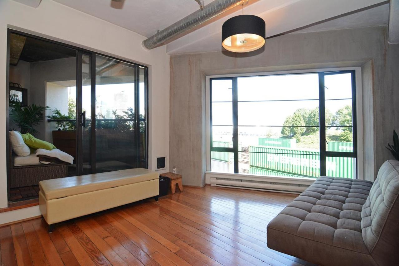 9 at 302 - 27 Alexander Street, Downtown VE, Vancouver East