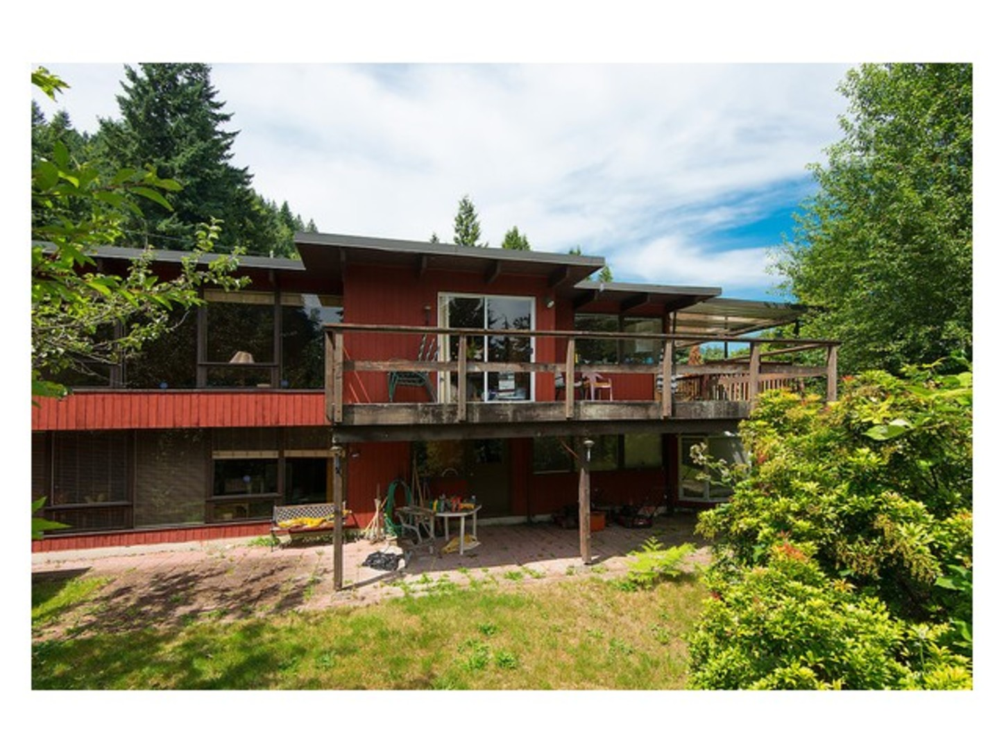 House front view at 780 Anderson Crescent, Sentinel Hill, West Vancouver