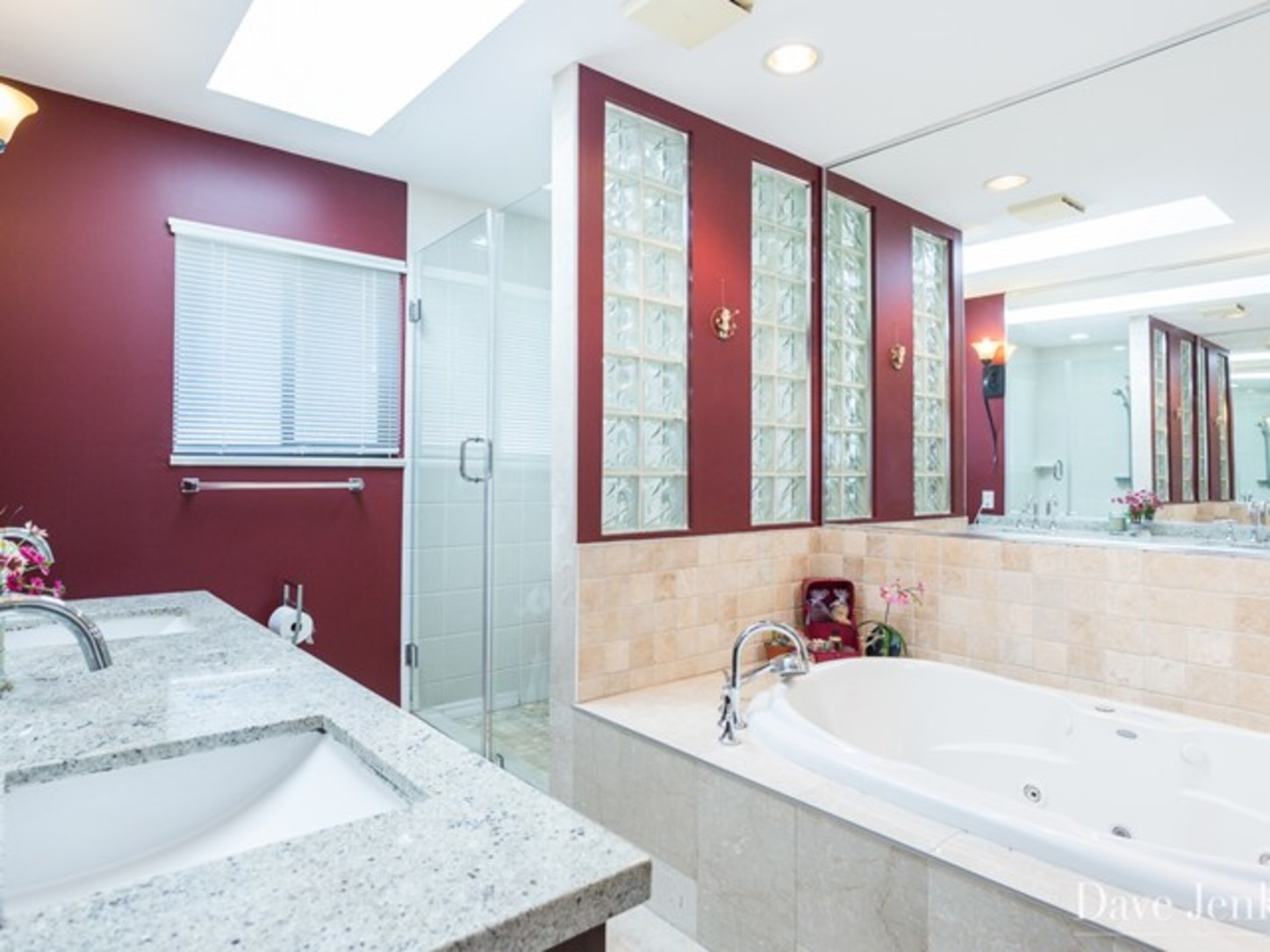 Master bathroom at 9031 Briar Road,