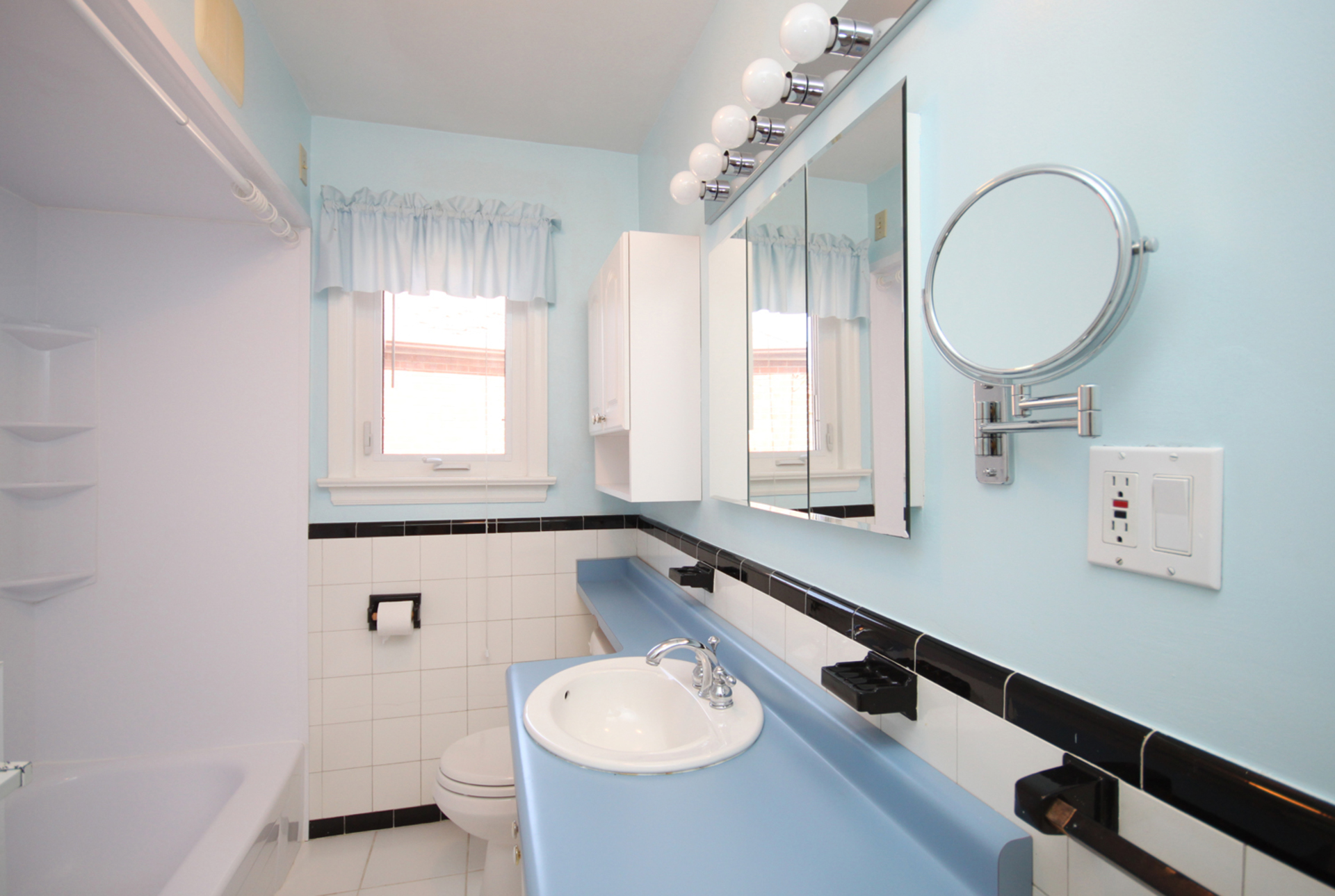 4 Piece Bathroom at 33 Archwood Crescent, Wexford-Maryvale, Toronto