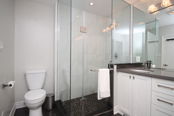 4 Piece Ensuite Bathroom at 165 Three Valleys Drive, Parkwoods-Donalda, Toronto