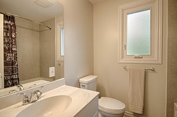 4 Piece Bathroom at 165 Three Valleys Drive, Parkwoods-Donalda, Toronto