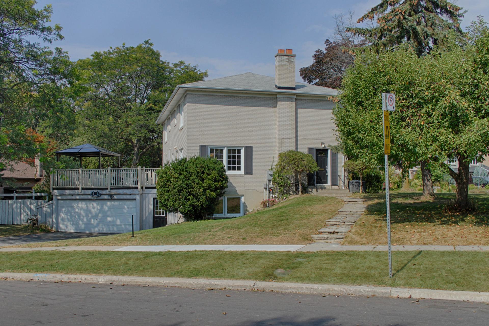 Side at 166 Underhill Drive, Parkwoods-Donalda, Toronto