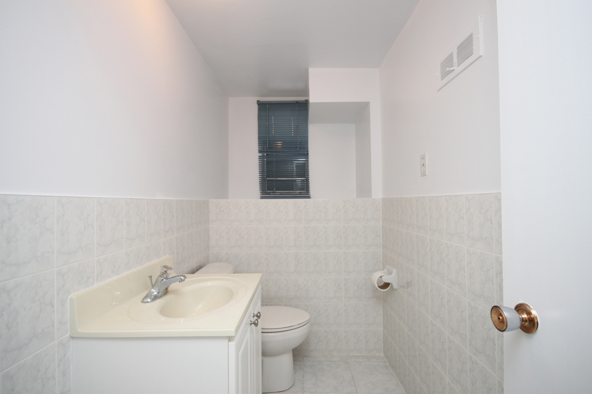 2 Piece Bathroom at 21 Oakley Boulevard, Bendale, Toronto