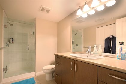 bathroom at #305 - 3105 Lincoln Avenue, New Horizons, Coquitlam