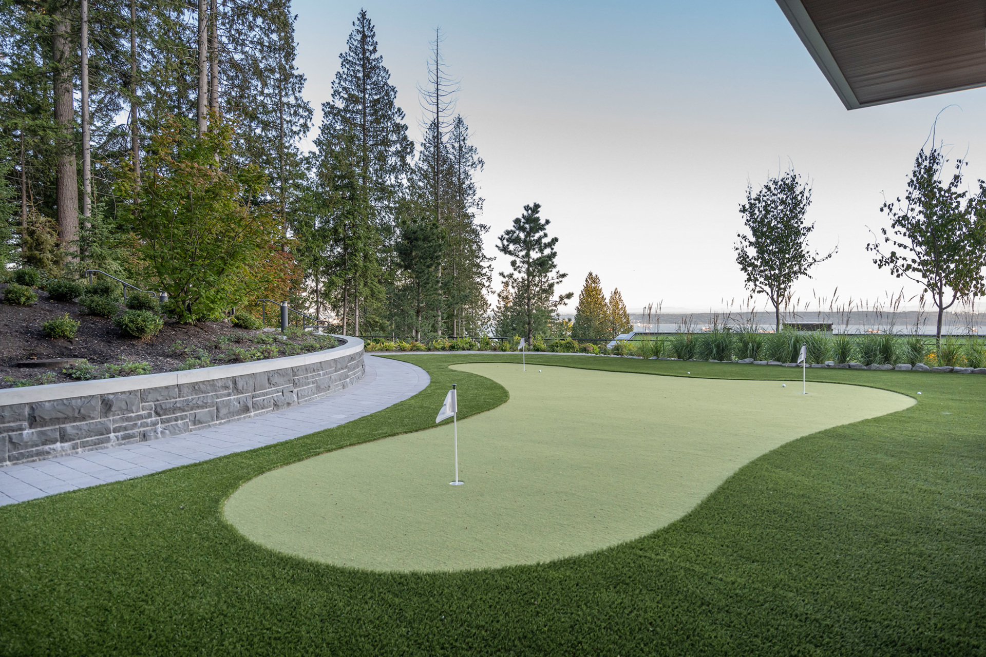 putting-green at 402 - 2958 Burfield Place, Cypress Park Estates, West Vancouver