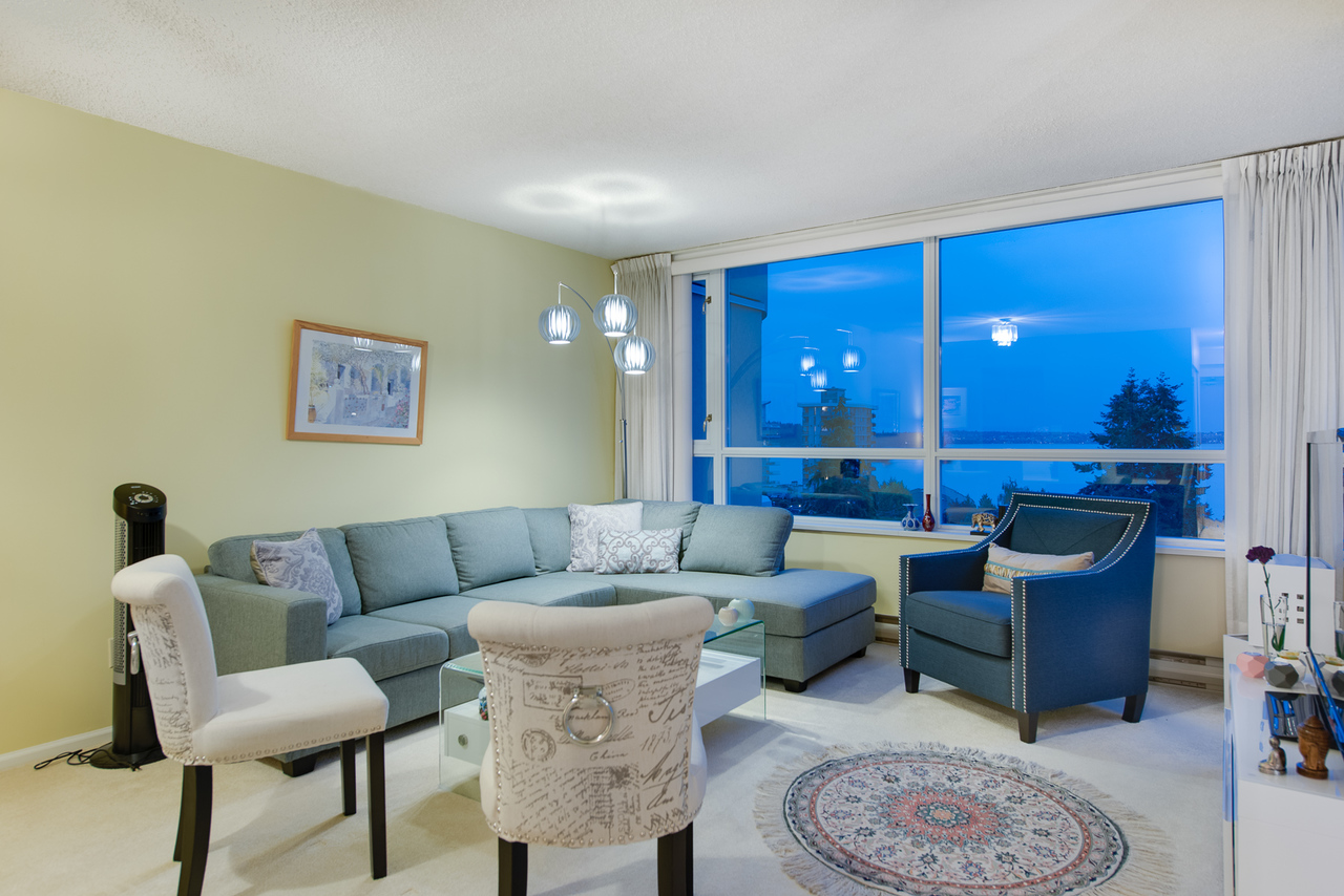living at 802 - 2203 Bellevue, Dundarave, West Vancouver