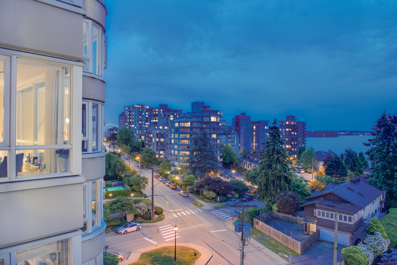 nightime-view at 802 - 2203 Bellevue, Dundarave, West Vancouver