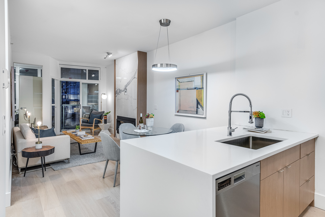living at 508 - 1239 Georgia, Coal Harbour, Vancouver West