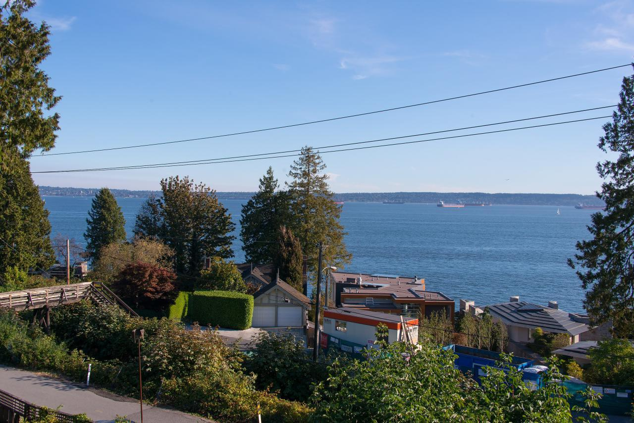 009a at 2611 Bellevue Avenue, West Vancouver