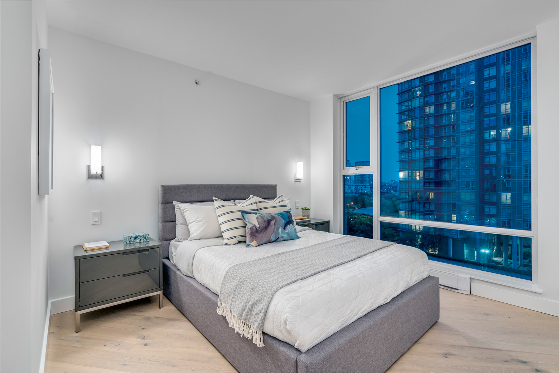 12 at 702 - 455 Beach, Yaletown, Vancouver West