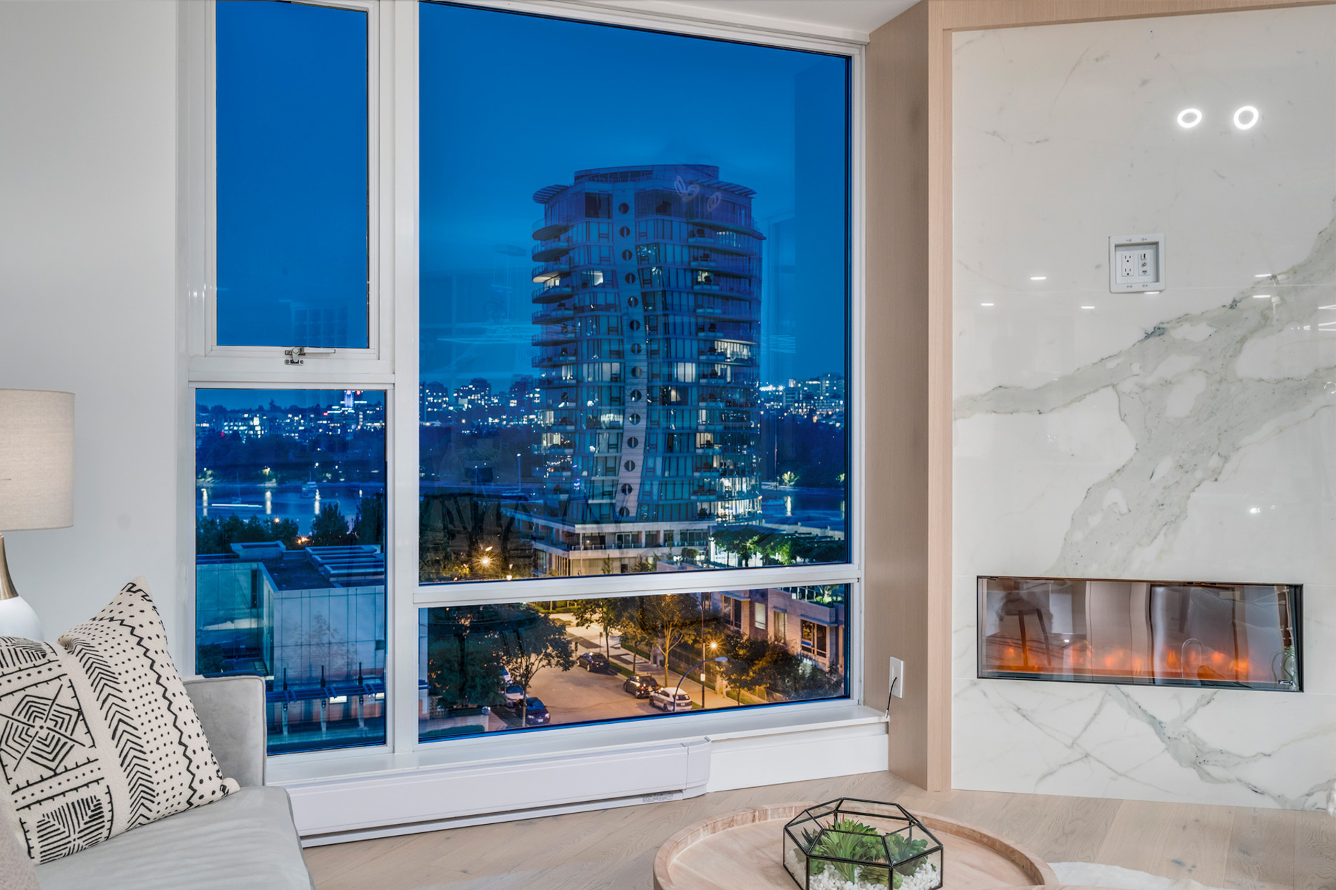 2 at 702 - 455 Beach, Yaletown, Vancouver West