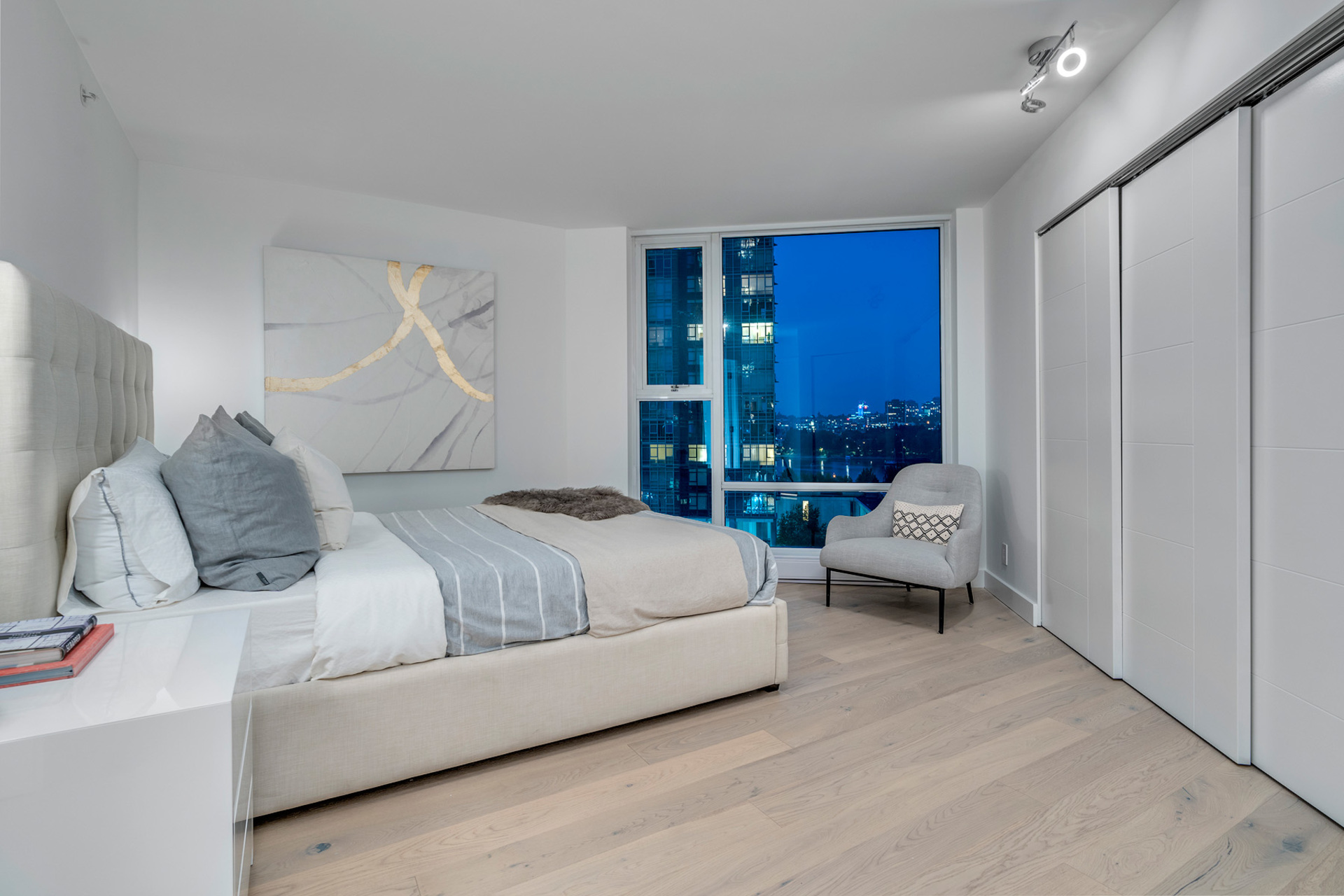 9 at 702 - 455 Beach, Yaletown, Vancouver West