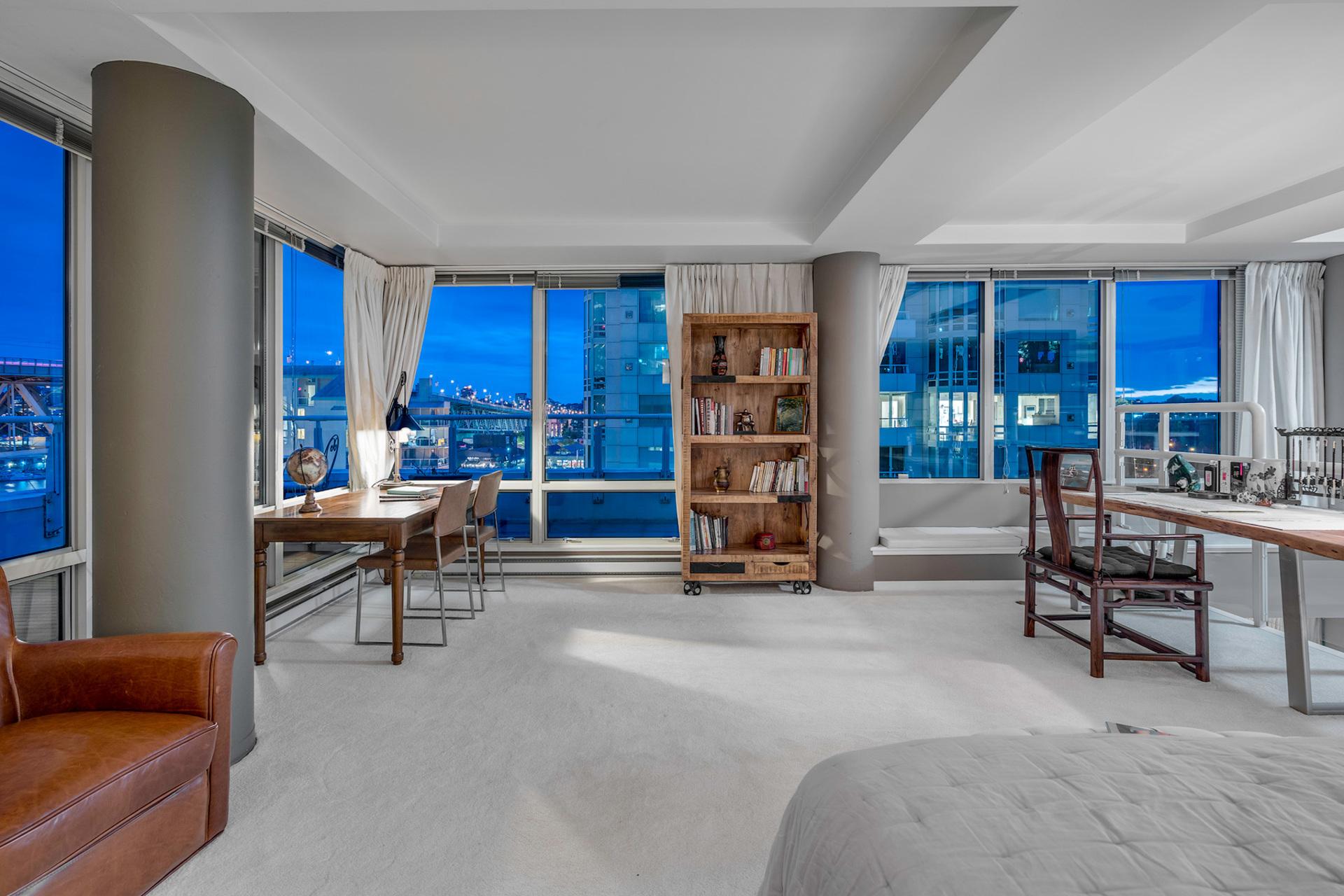 12 at 811 - 888 Beach, Yaletown, Vancouver West
