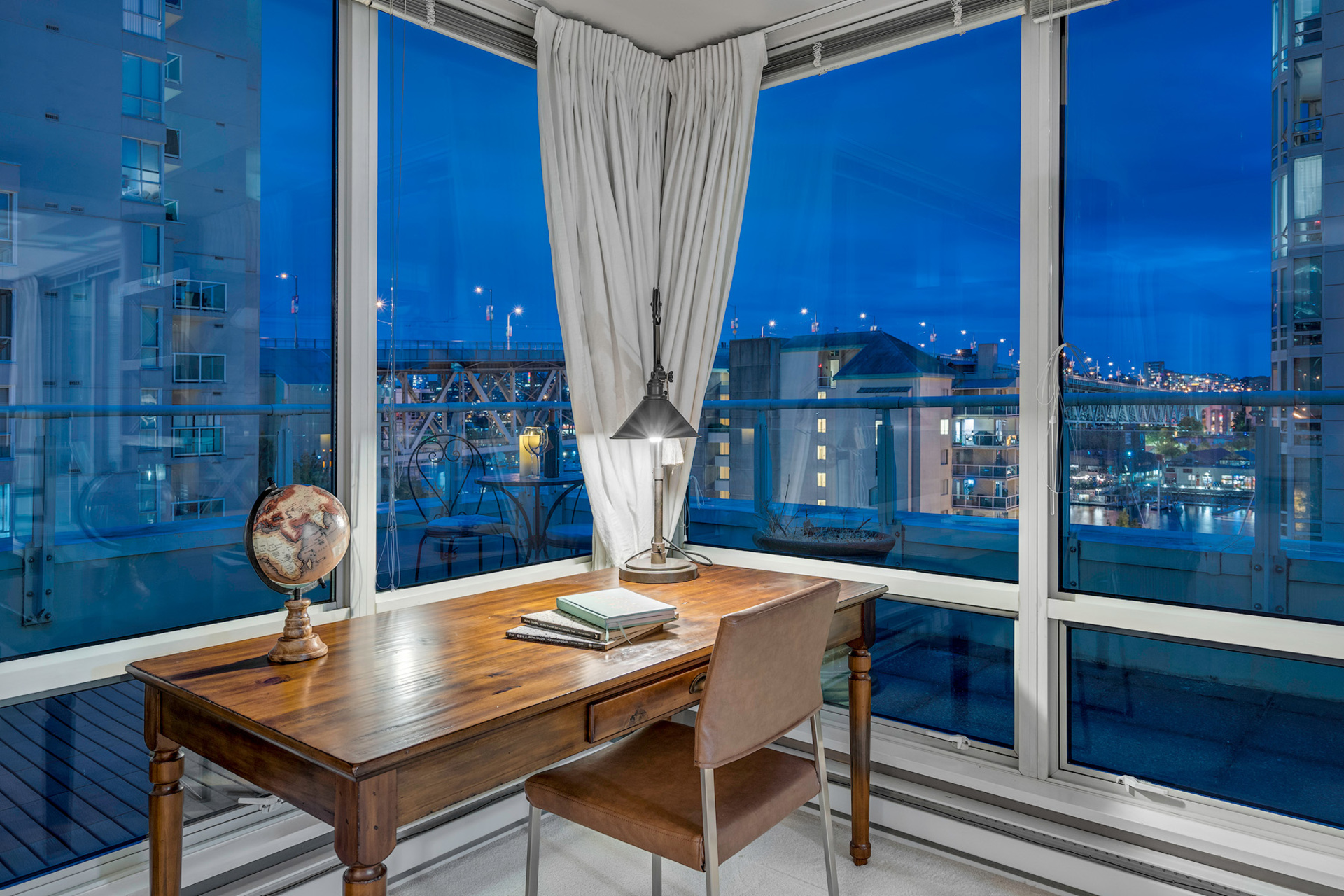 13 at 811 - 888 Beach, Yaletown, Vancouver West