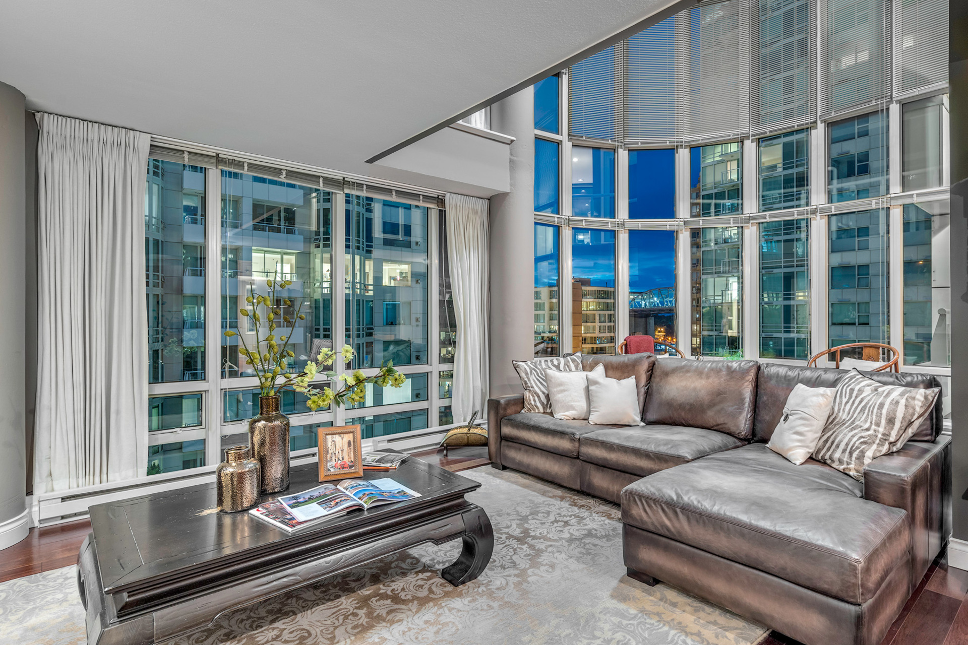 2 at 811 - 888 Beach, Yaletown, Vancouver West