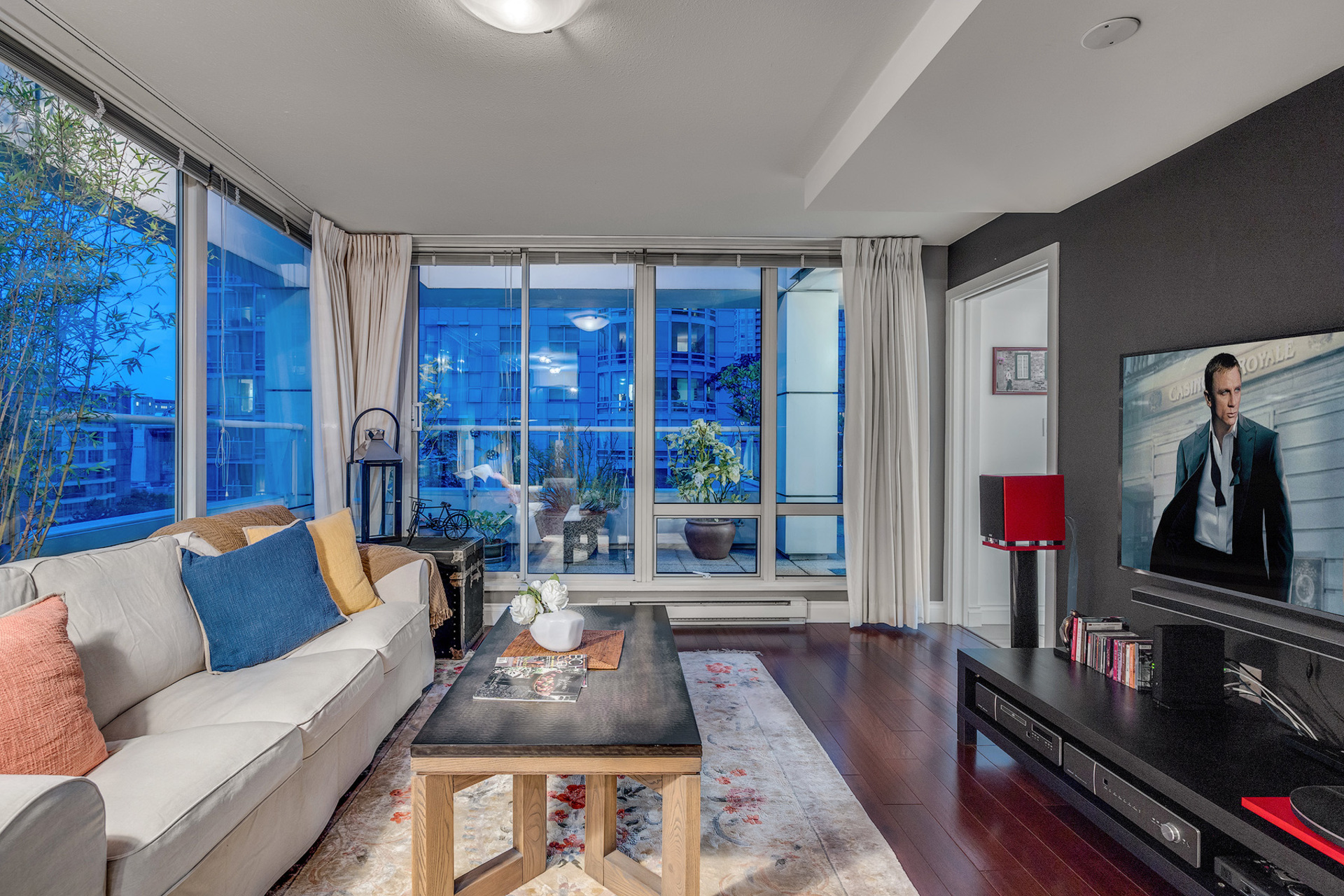7 at 811 - 888 Beach, Yaletown, Vancouver West