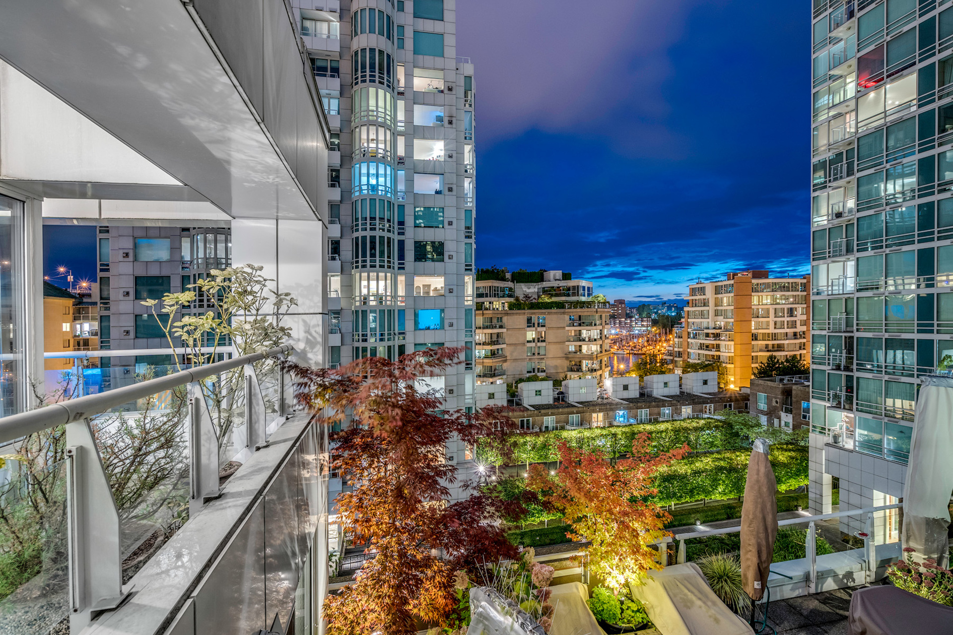 9 at 811 - 888 Beach, Yaletown, Vancouver West