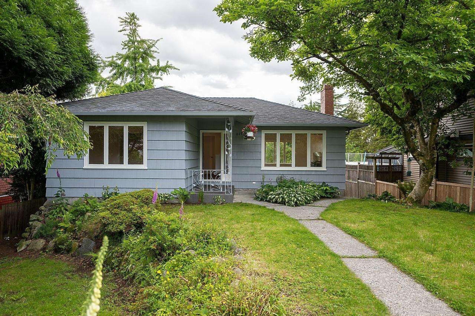 809 E 5th Street, Queensbury, North Vancouver