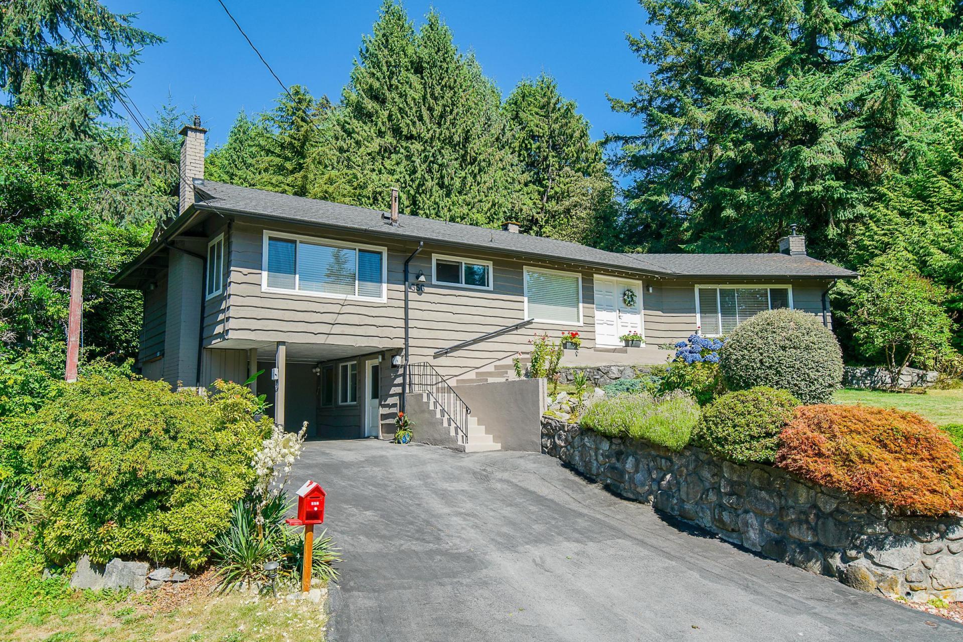 556 Greenway, Upper Delbrook, North Vancouver 3