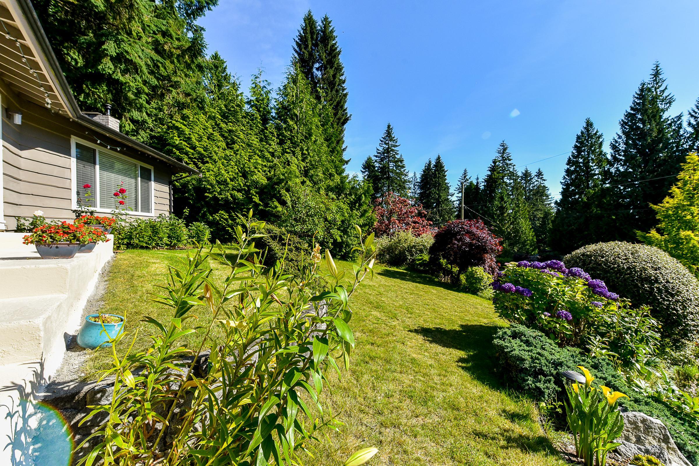 556 Greenway, Upper Delbrook, North Vancouver 2