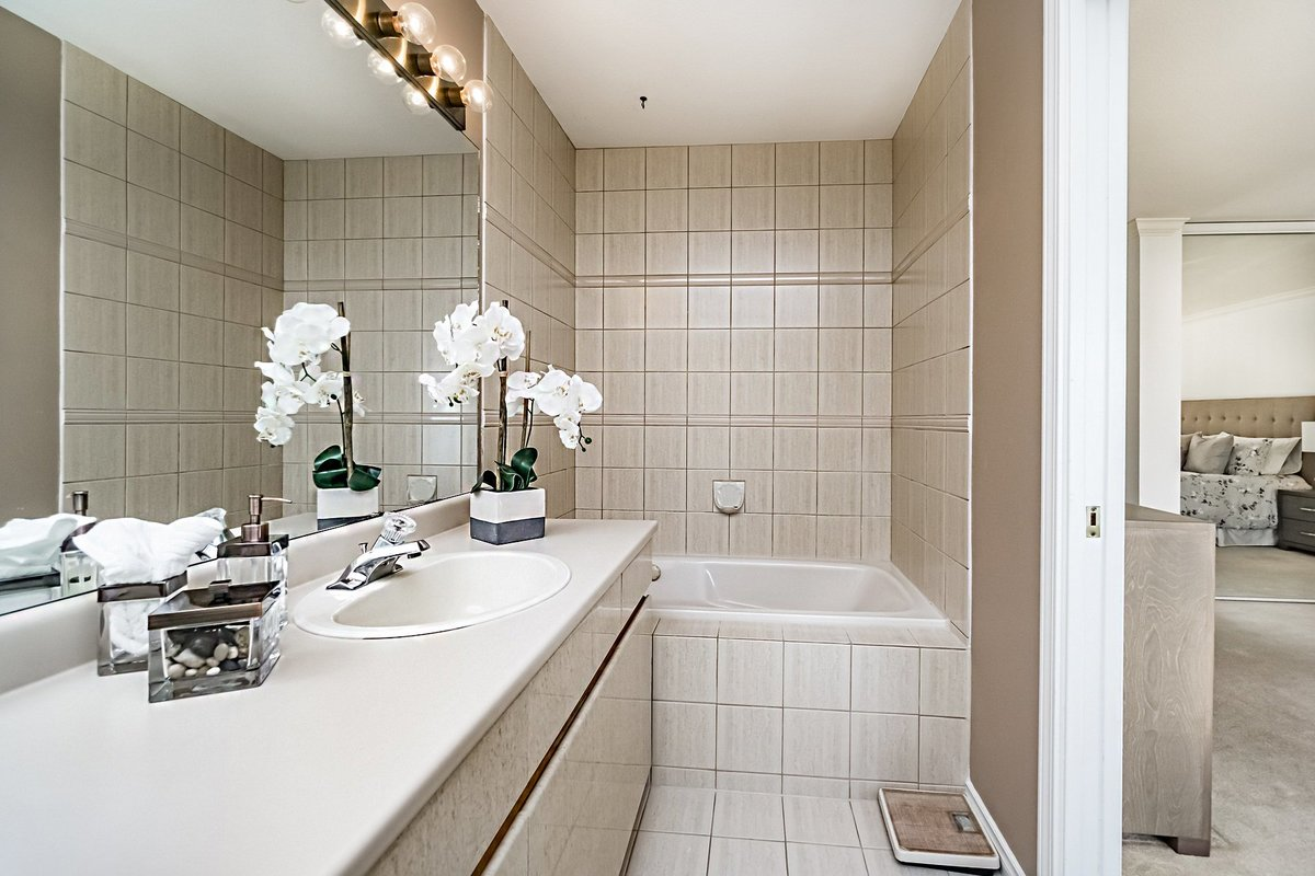 Master Bathroom at 2383 Jefferson Avenue, Dundarave, West Vancouver
