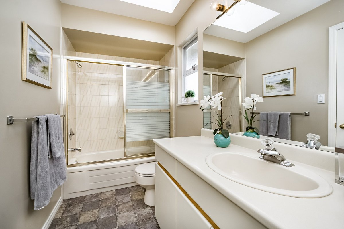 Full Bathroom at 2383 Jefferson Avenue, Dundarave, West Vancouver