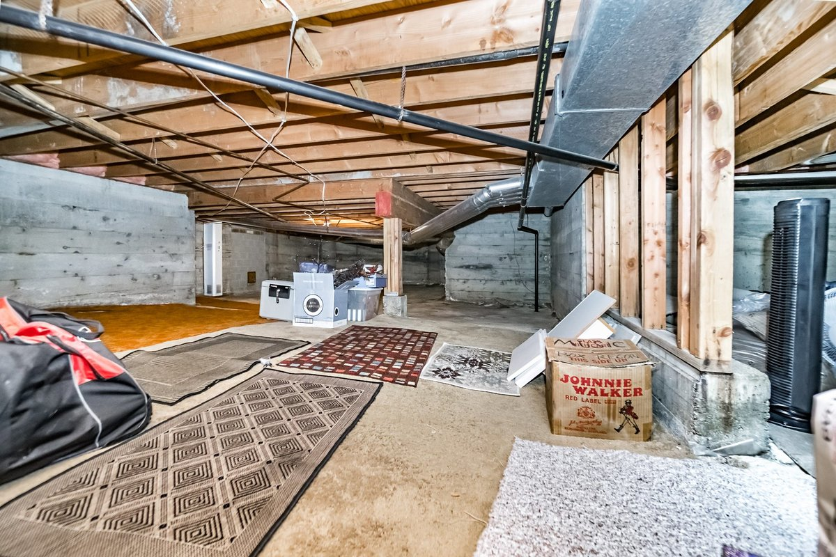 1355 sqft of Crawl Space/Storage at 2383 Jefferson Avenue, Dundarave, West Vancouver