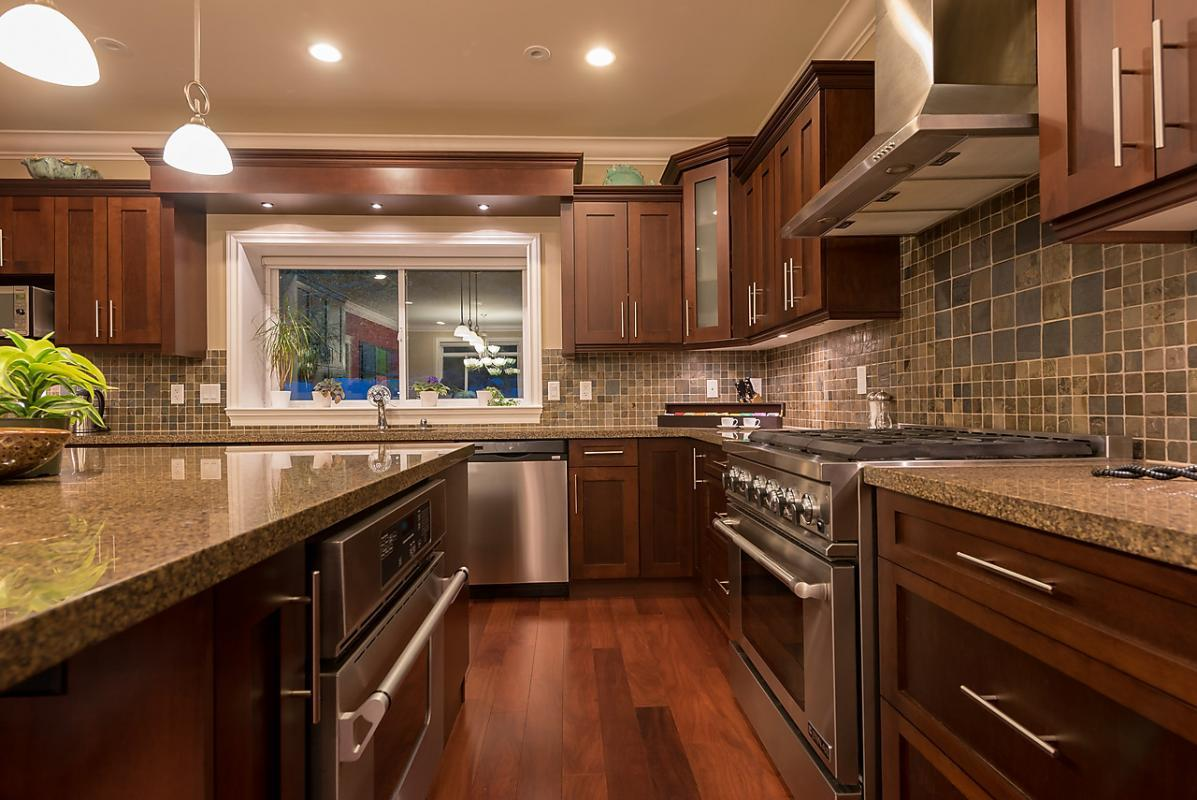 2 Ovens at 4102 Burkehill Road, West Vancouver