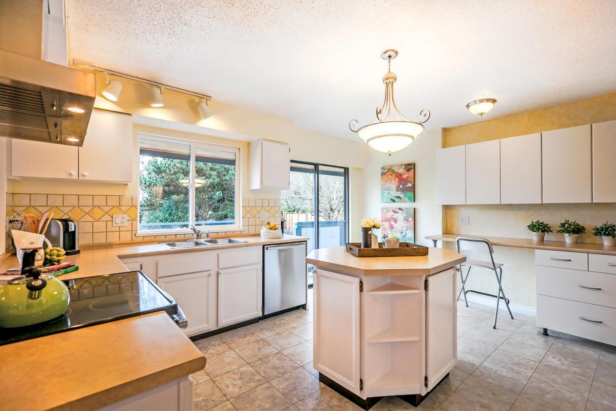 422-Felton-Pl-North-Vancouver-large-006-18-Kitchen-1500x1000-72dpi at 422 Felton, North Vancouver