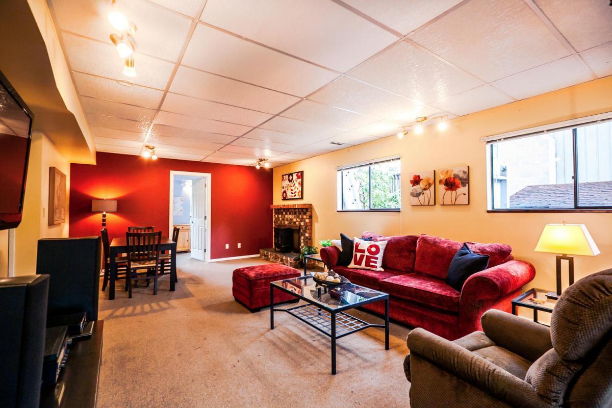 422-Felton-Pl-North-Vancouver-large-014-26-Bedroom-1500x1000-72dpi at 422 Felton, North Vancouver
