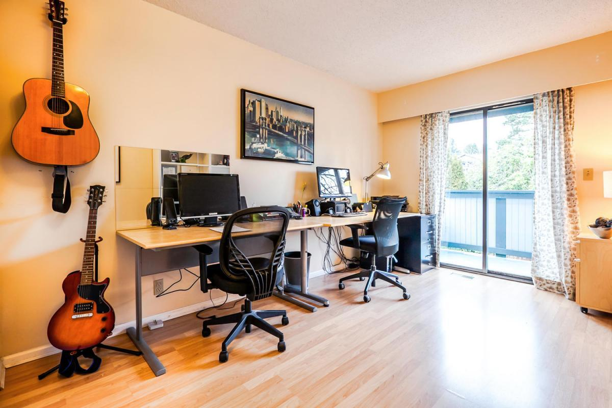 422-Felton-Pl-North-Vancouver-large-015-11-Study-1500x1000-72dpi at 422 Felton, North Vancouver