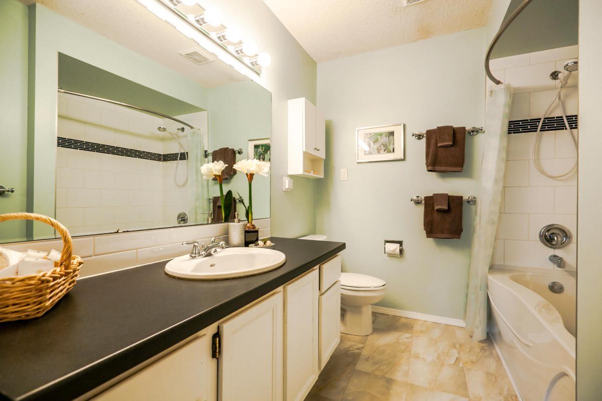 422-Felton-Pl-North-Vancouver-large-017-6-Bathroom-1500x1000-72dpi at 422 Felton, North Vancouver