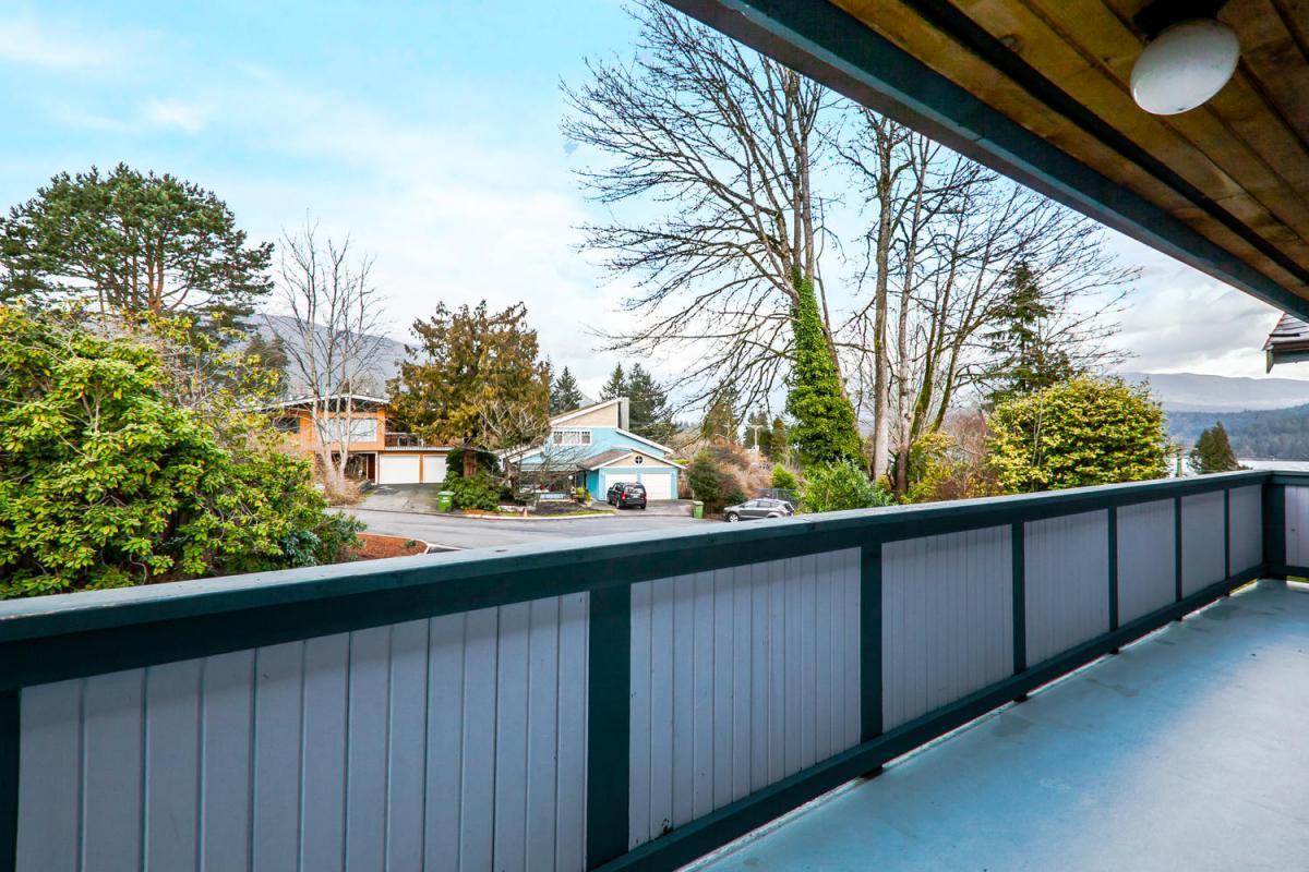 422-Felton-Pl-North-Vancouver-large-023-21-Deck-1500x1000-72dpi at 422 Felton, North Vancouver
