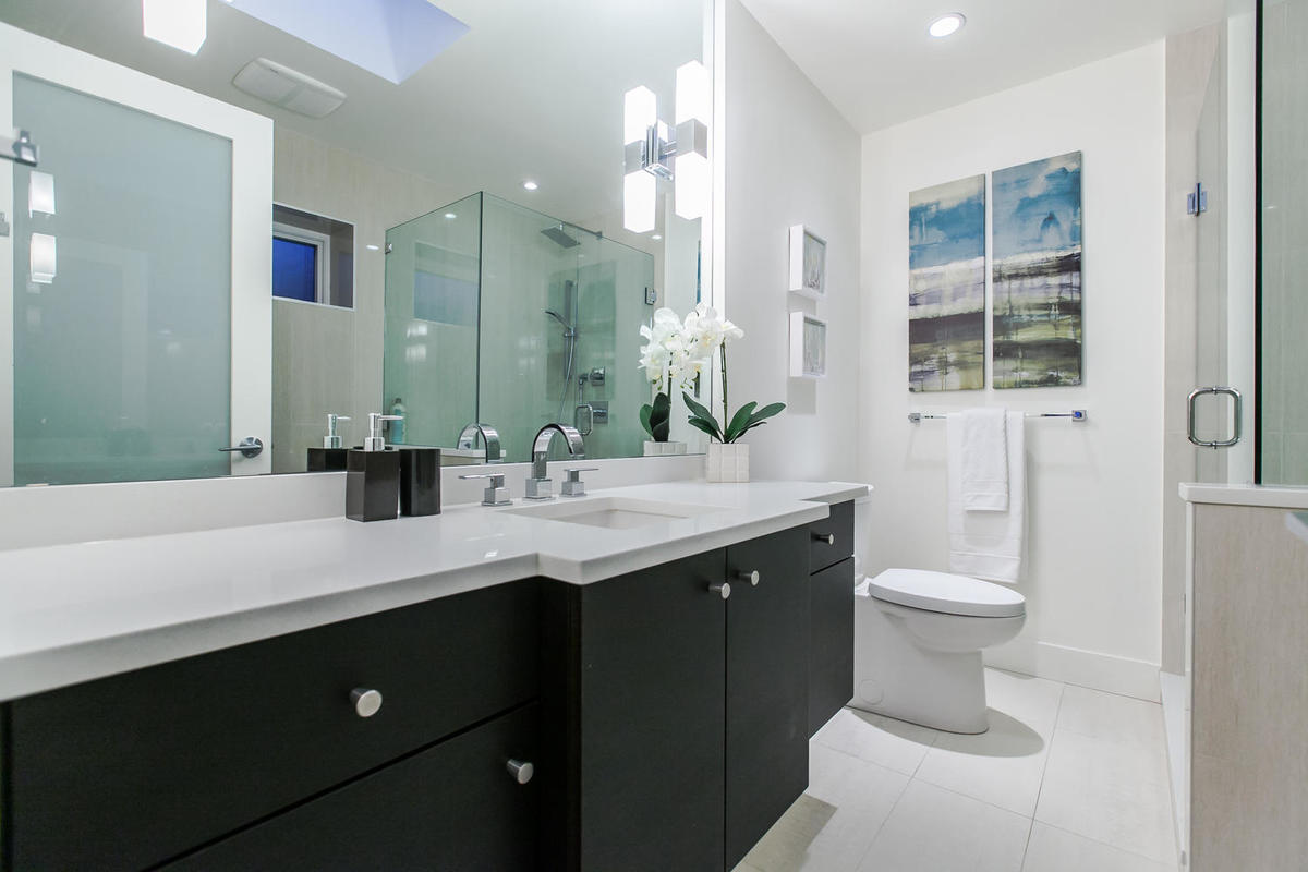 Master En-suite at 1 - 254 E 19th, Central Lonsdale, North Vancouver