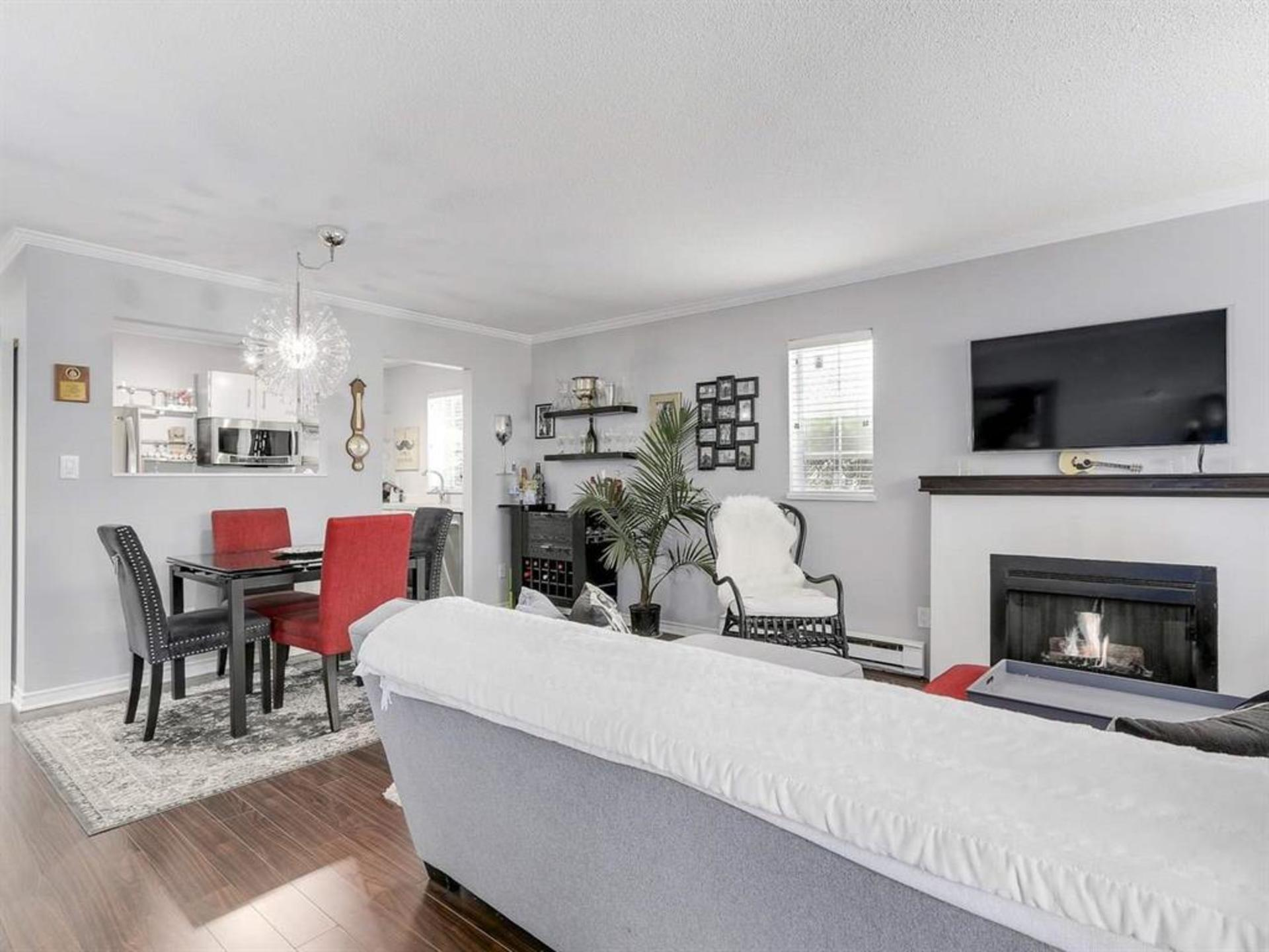 Dining at 108 - 1386 73, Marpole, Vancouver West