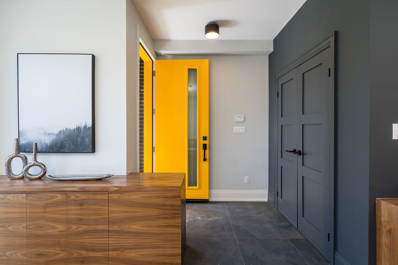 Entry at 83 Morningside Avenue, High Park-Swansea, Toronto