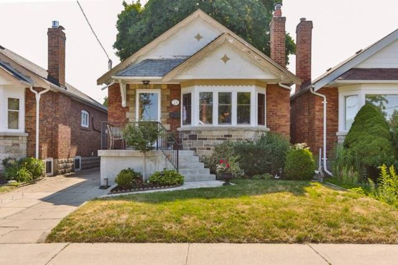 1 at 28 Crestland Avenue, East York, Toronto