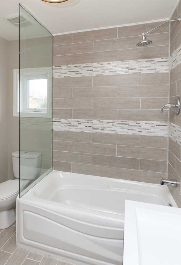 2nd upper bathroom with shower/ tub at 185 Blantyre Avenue, Birchcliffe-Cliffside, Toronto