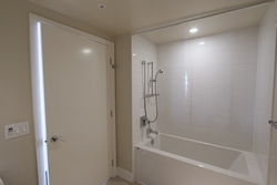 Tub at 1101 - 1320 Chesterfield Avenue, Central Lonsdale, North Vancouver