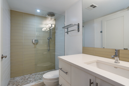 15 at 102 - 888 Bute Street, Coal Harbour, Vancouver West