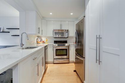 4 at 102 - 888 Bute Street, Coal Harbour, Vancouver West