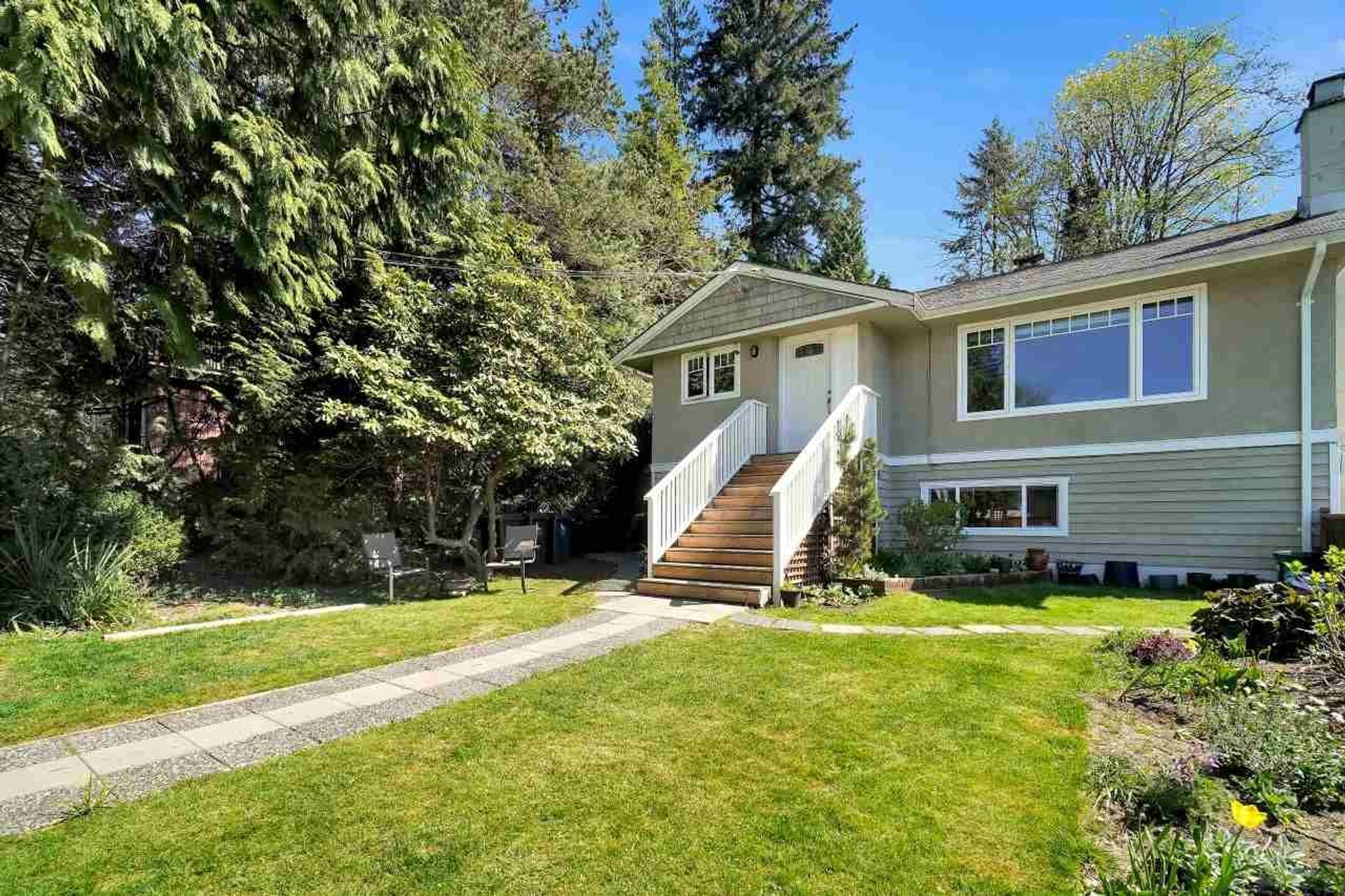 3696 Hoskins Road, Lynn Valley, North Vancouver photo number 1