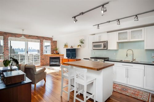 97d58900515252df99ec8229dc3563f4 at 405 - 122 E 3rd Street, Lower Lonsdale, North Vancouver