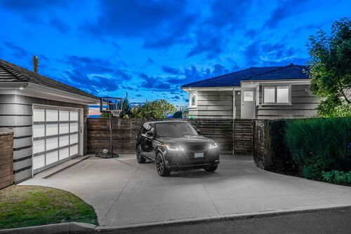 8d25a8e715b93daf89958800b06abbc6 at 125 Kensington Crescent, Upper Lonsdale, North Vancouver