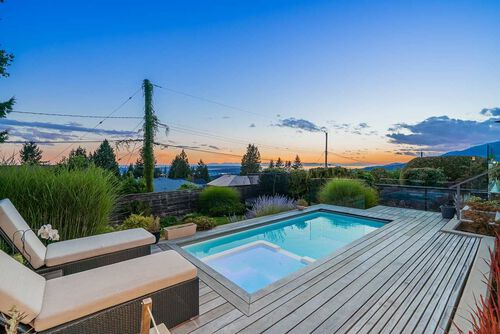 992b2c9d8a7e0c039a9b0ec28097d27e at 125 Kensington Crescent, Upper Lonsdale, North Vancouver